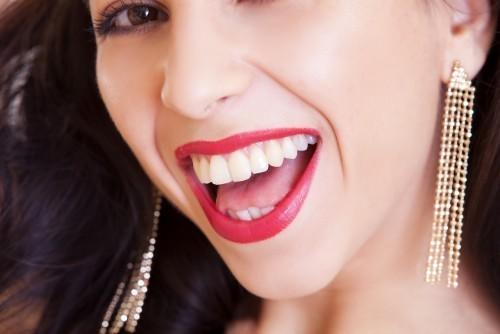 Ból podczas noszenia aparatu ortodontycznego – jak mu zapobiegać?